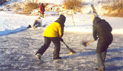 Ice-Hockey auf dem Fluss